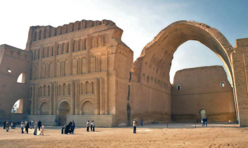 Ruins of the royal palace (Ayvān-e Khosrow) in Madāʾin (Ctesiphon), the Sāsānian capital.