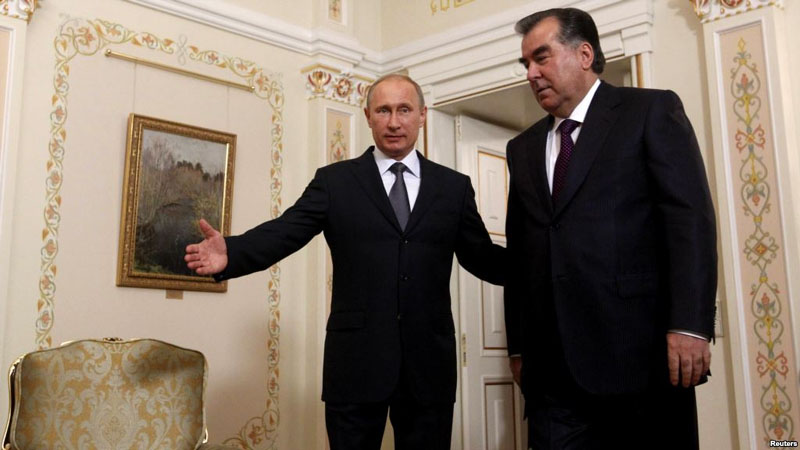 Presidents Vladimir Putin and Emōm-ʿAlī Raḥmōn of Russia and Tajikistan, in a meeting in Moscow, 2013.