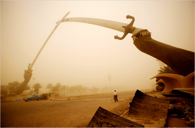 The Qaws an-Naṣr ('Victory Arch'), sometimes called the 'Swords of Qādisiyyah', during a dust storm in 2009.