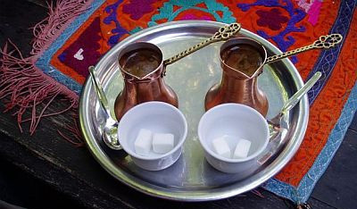 A tray bearing two finjāns for serving tea or coffee.